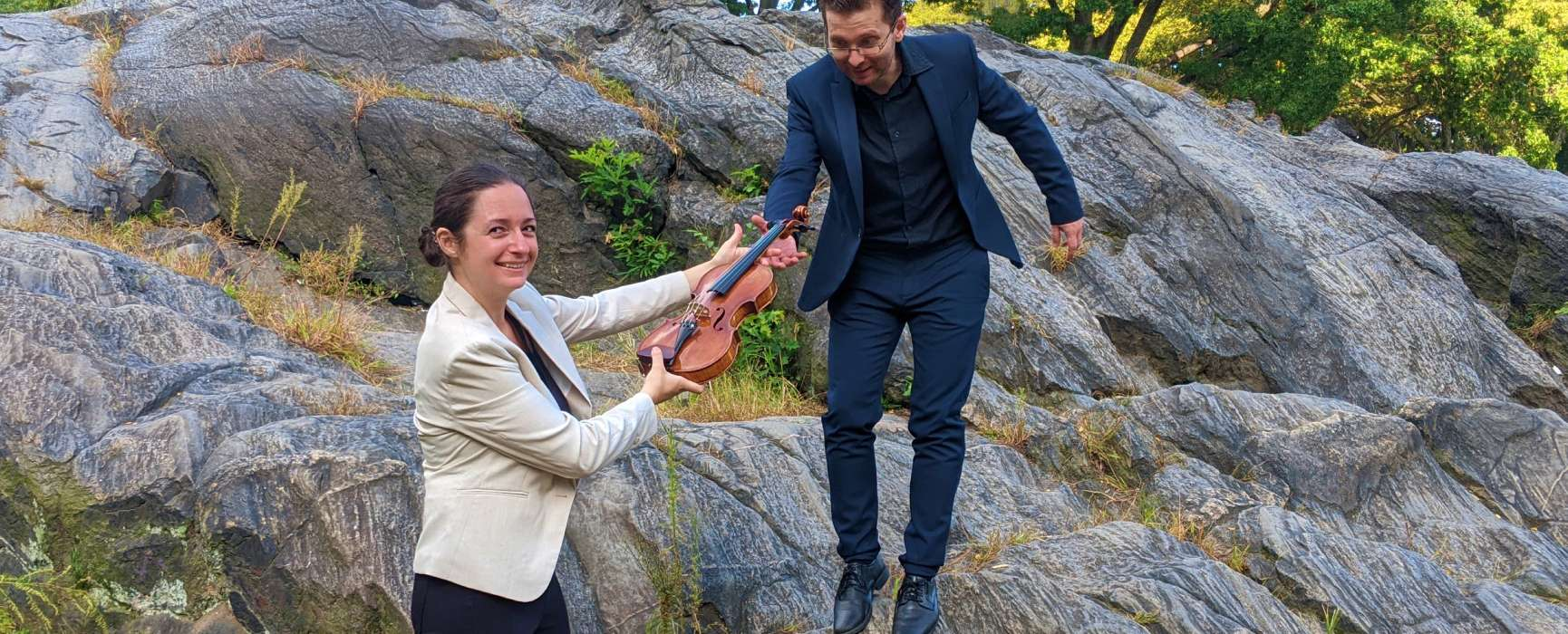 Image of violinist Alexandrina Boyanova and pianist Peter Fancovic in front of rocks.